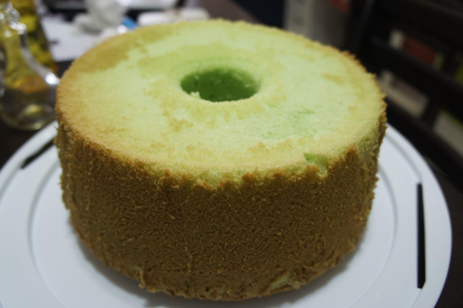 24/7 Passionate Mom: Pandan Chiffon Cake
