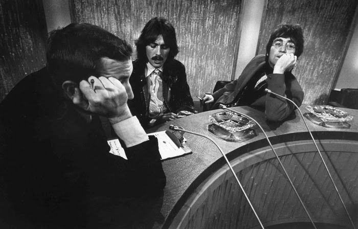 Meet the beatles for real wednesday reviews john lennons tooth from there he was invited into the recording studio while all four beatles were working on i am the walrus fandeluxe Epub