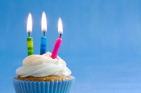 http://1.bp.blogspot.com/-FRRmT1blEdg/TlLtIA8QSuI/AAAAAAAAB2o/5A3NVZbbWwI/s1600/birthday-cupcake.jpg