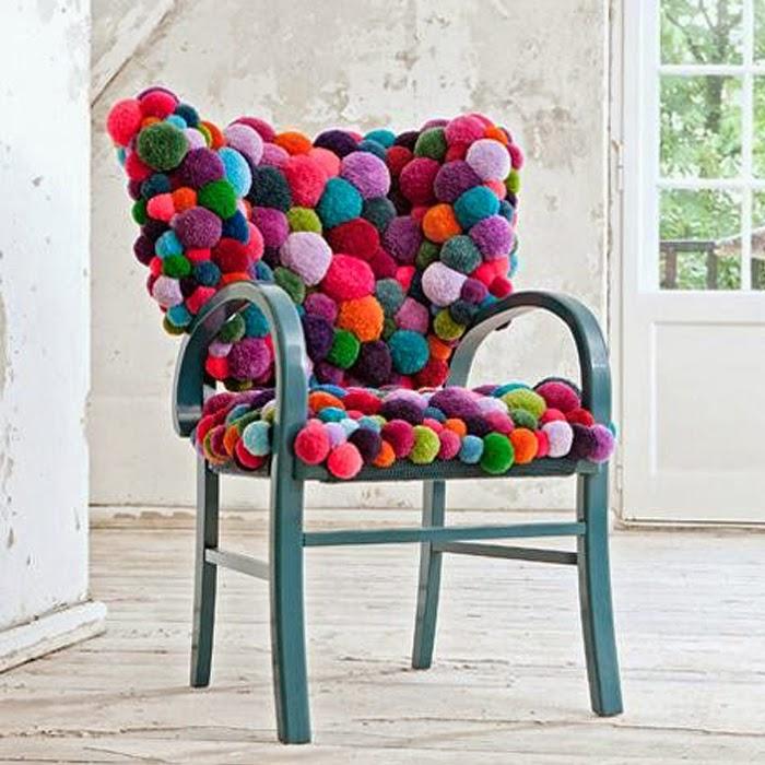 Fotel zrobiony z kulek filcowych
