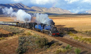En tus objetivos, el tren eres tú, la vía es el camino de la vida y la felicidad un buen paisaje.