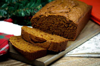 pumpkin-gingerbread-sliced