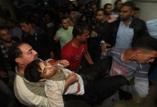 Palestino ferido em ataque israelense. Cinco palestinos morreram