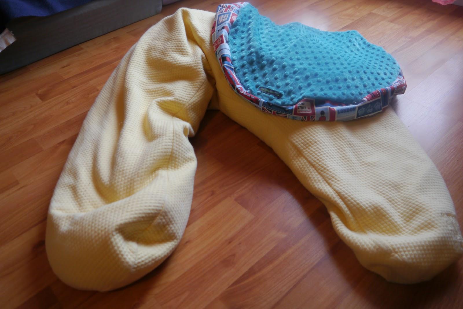 my little pea recyclage du coussin d 39 allaitement en pouf. Black Bedroom Furniture Sets. Home Design Ideas