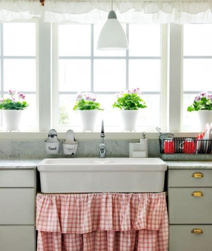 Gezelligheid Keuken : Farmhouse Kitchen Sink Skirt