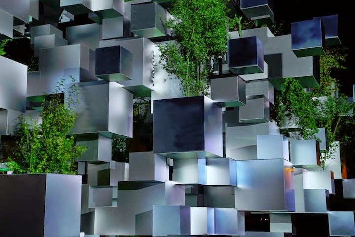 Karya Seni Luar Biasa, Ratusan Kubus Melayang di Udara