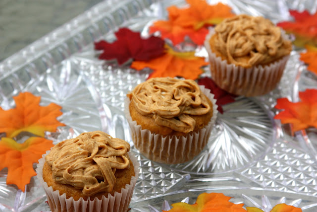{Skinny} Pumpkin Cupcakes with Pumpkin Spiced Cream Cheese Frosting