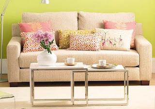 Almofadas decorativas em cores contrastantes