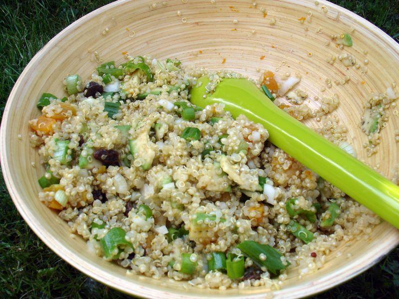 s cotine fait sa maligne salade de quinoa l 39 avocat et aux fruits secs. Black Bedroom Furniture Sets. Home Design Ideas