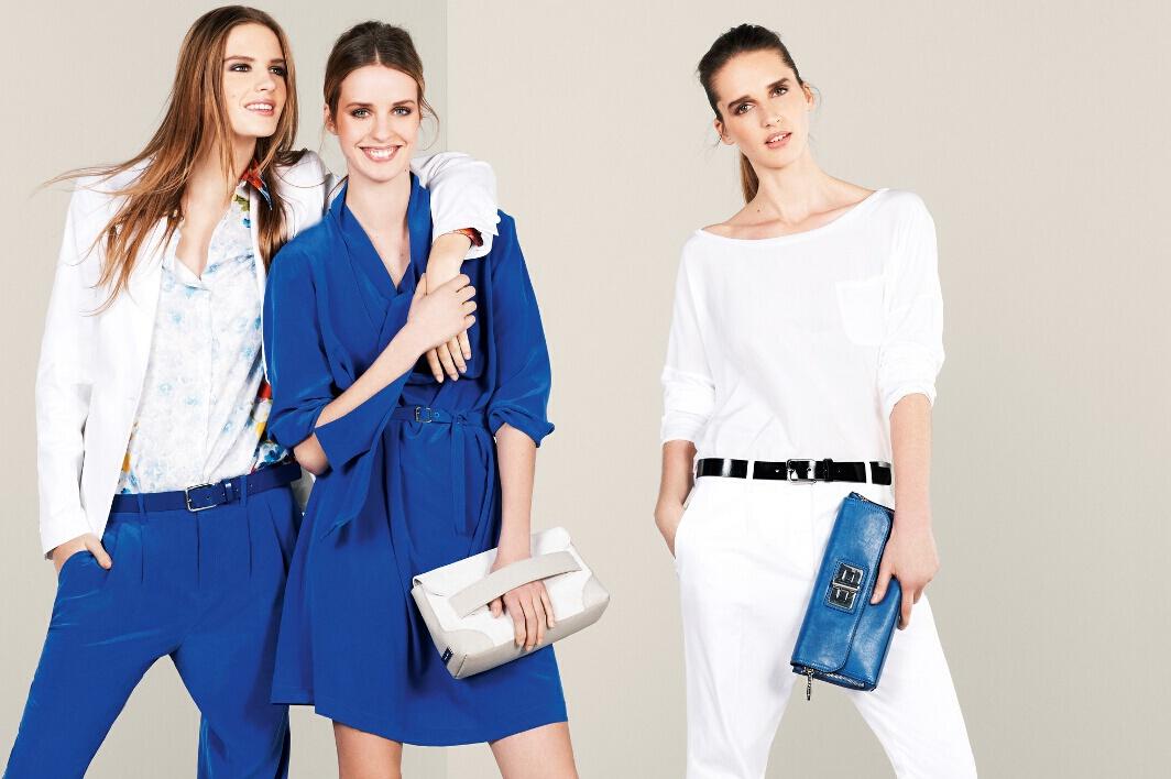 beyaz ceket , mavi tulum, bol kesim elbise, kemerli pantolon, beyaz pantolon