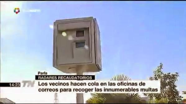 Ciudadanos de parla los parle os hacen cola en las for Oficina de correos parla