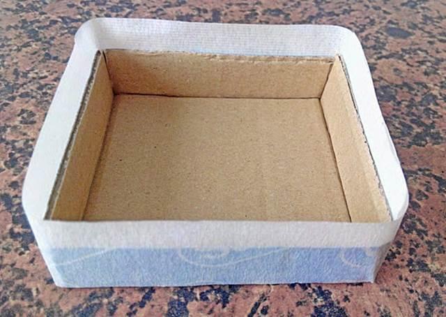 Cajita de cartón - Paso 5: pegamos los lados.