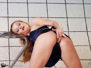 Naughty Lady - rs-pb272194-761946.jpg