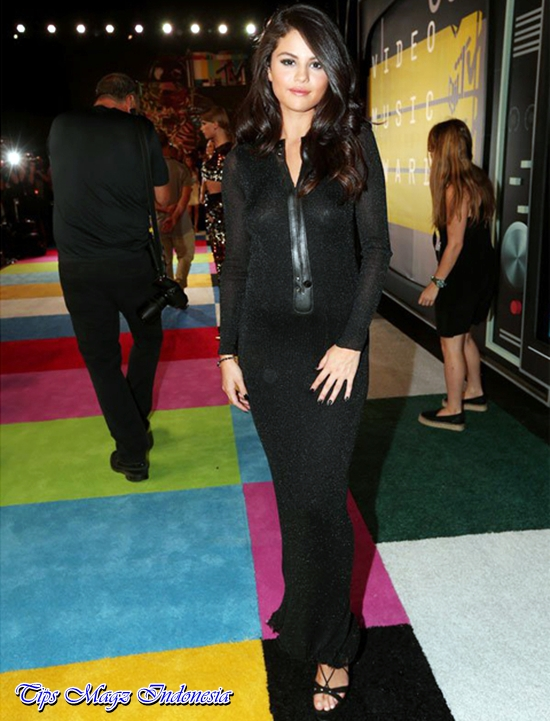 penampilan selena gomez di red carpet mtv vma 2015