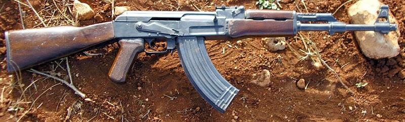 Fuzil russo de assalto Kalashnikov AK-47 by EUA