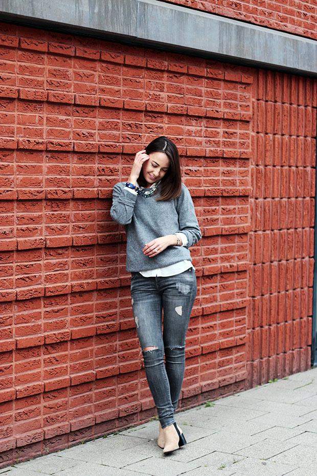how to style a boyfriend sweater