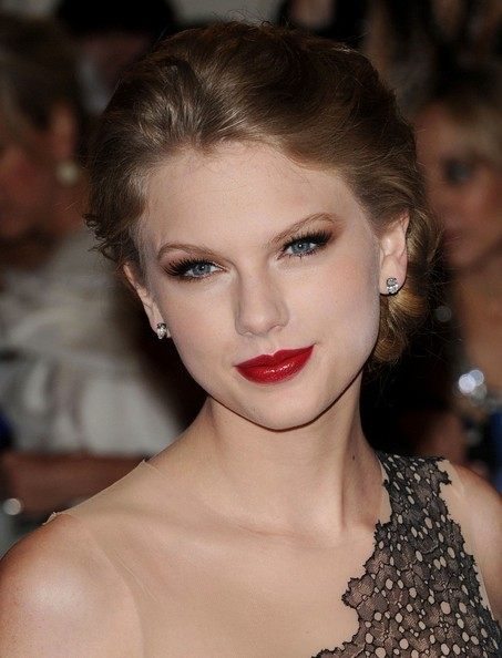 "Taylor Swift at the ""Alexander McQueen: Savage Beauty"" Costume Institute Gala."