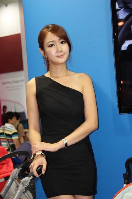 Han Chae Yee - Black Dress At Baby Fair 2011