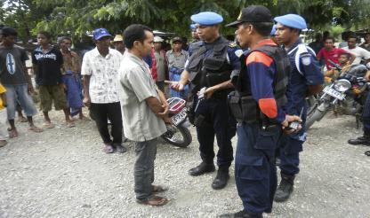 Timor-Leste: Militares e polícias vão fazer patrulhas conjuntas para recolher armas ilegais
