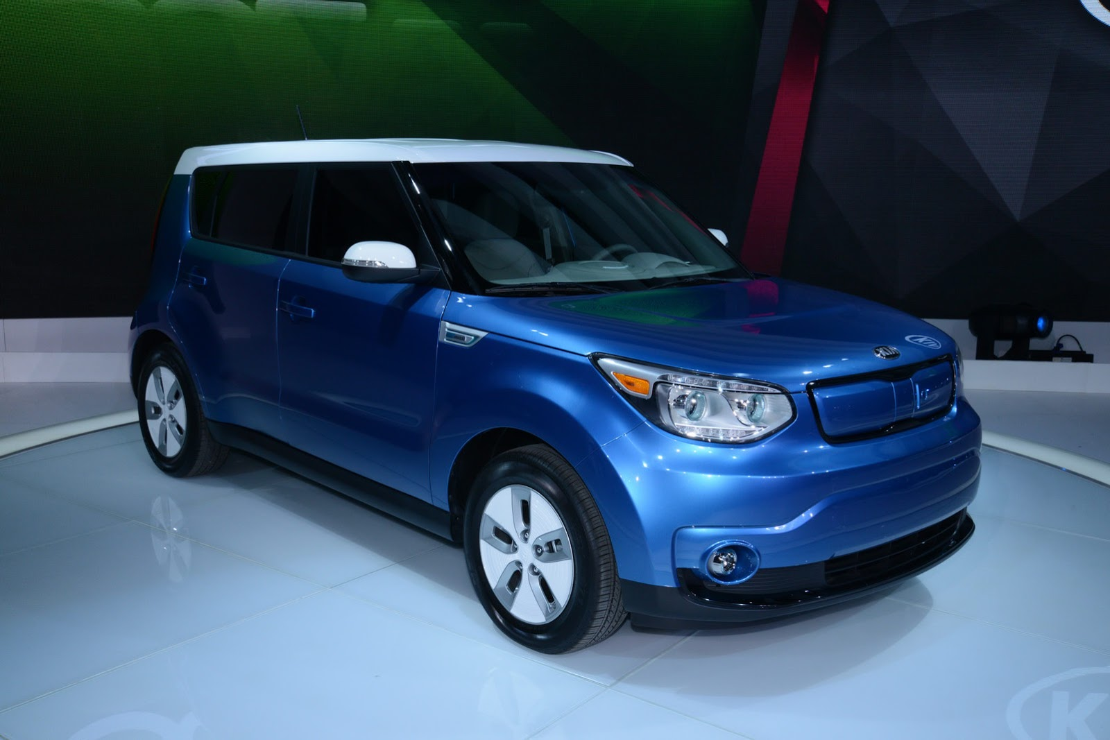 new electric 2015 kia soul from 33 700 sans 7 500 tax rebate carscoops. Black Bedroom Furniture Sets. Home Design Ideas