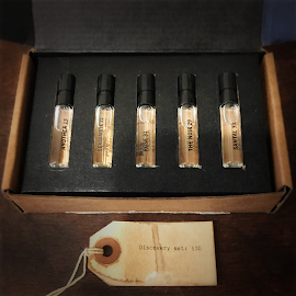 Le Labo Discovery sample perfume box.