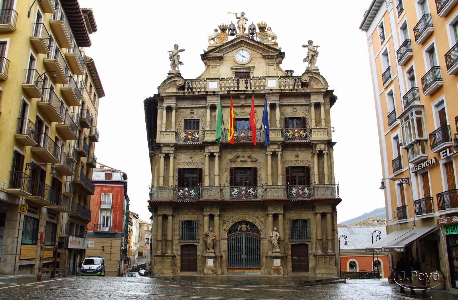 Pamplona el encierro y mucho m s viajes y rutas for Oficinas bankia pamplona