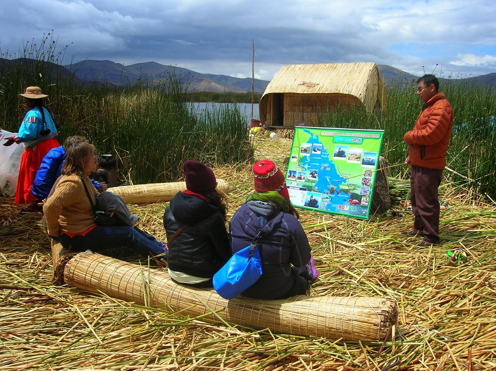 Visita a Isla de los Uros, Puno, Perú, La vuelta al mundo de Asun y Ricardo, round the world, mundoporlibre.com