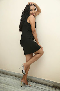 Ishika Singh Lovely cute Pics in Black Short Dress Must See