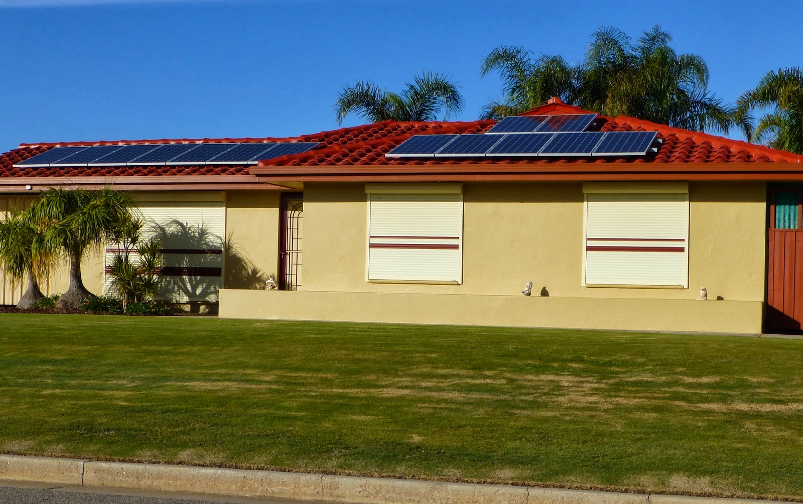 Direct Shutters can fir energy- and cost-efficient roller shutters powered by solar energy