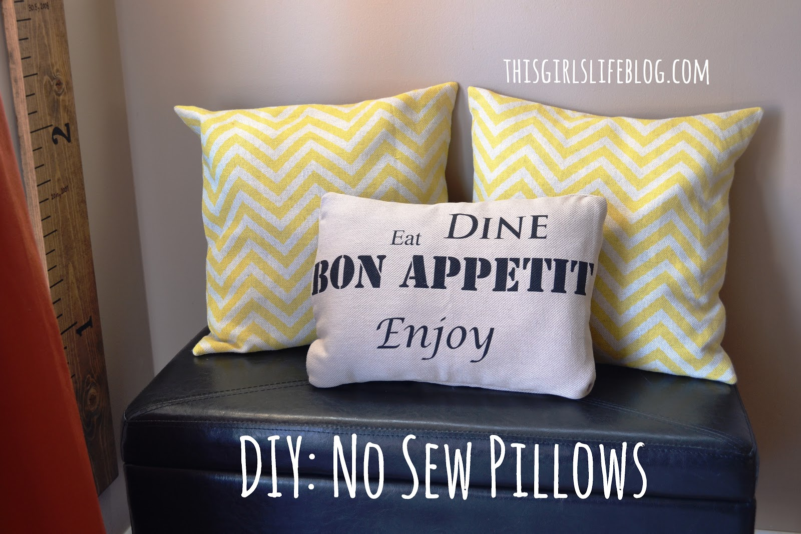 no sew pillows from placemats fabric napkins. Black Bedroom Furniture Sets. Home Design Ideas