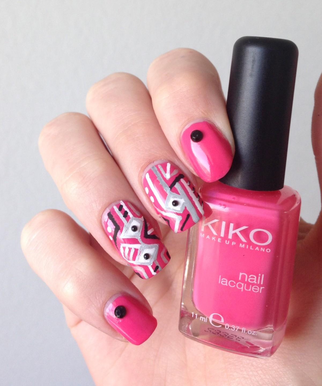 nail art géométrique rose