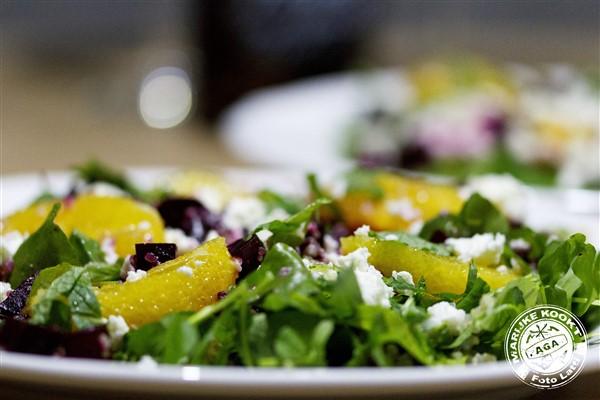 Een bordje gezond met bieten, quinoa en sinaasappel