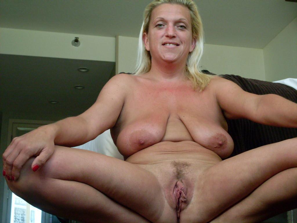 Blonde Milf mit extrem schlaffen Titten