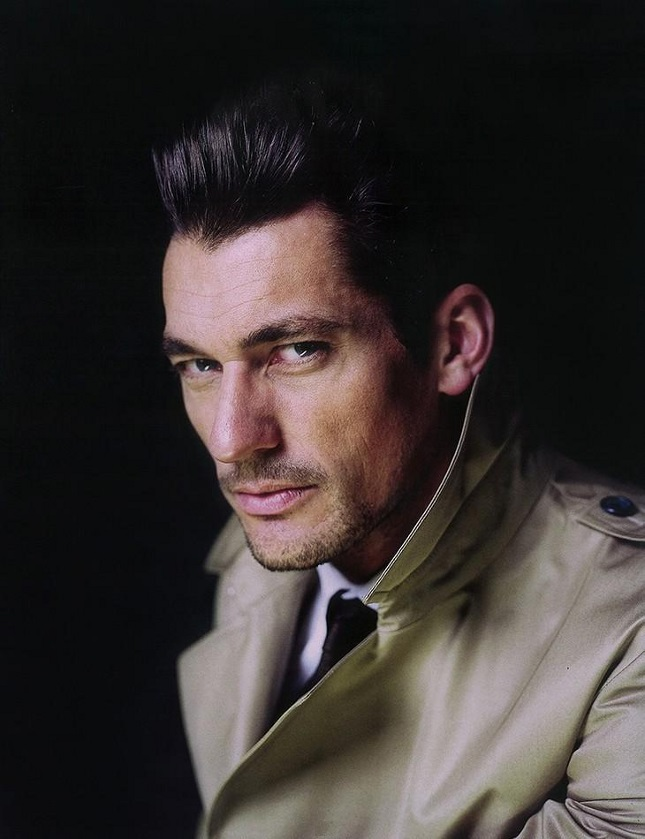 David Gandy retrato con trench