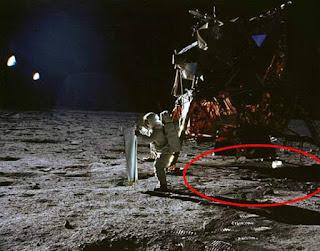 Foto De Astronauta Al Lado Del Modulo Lunar