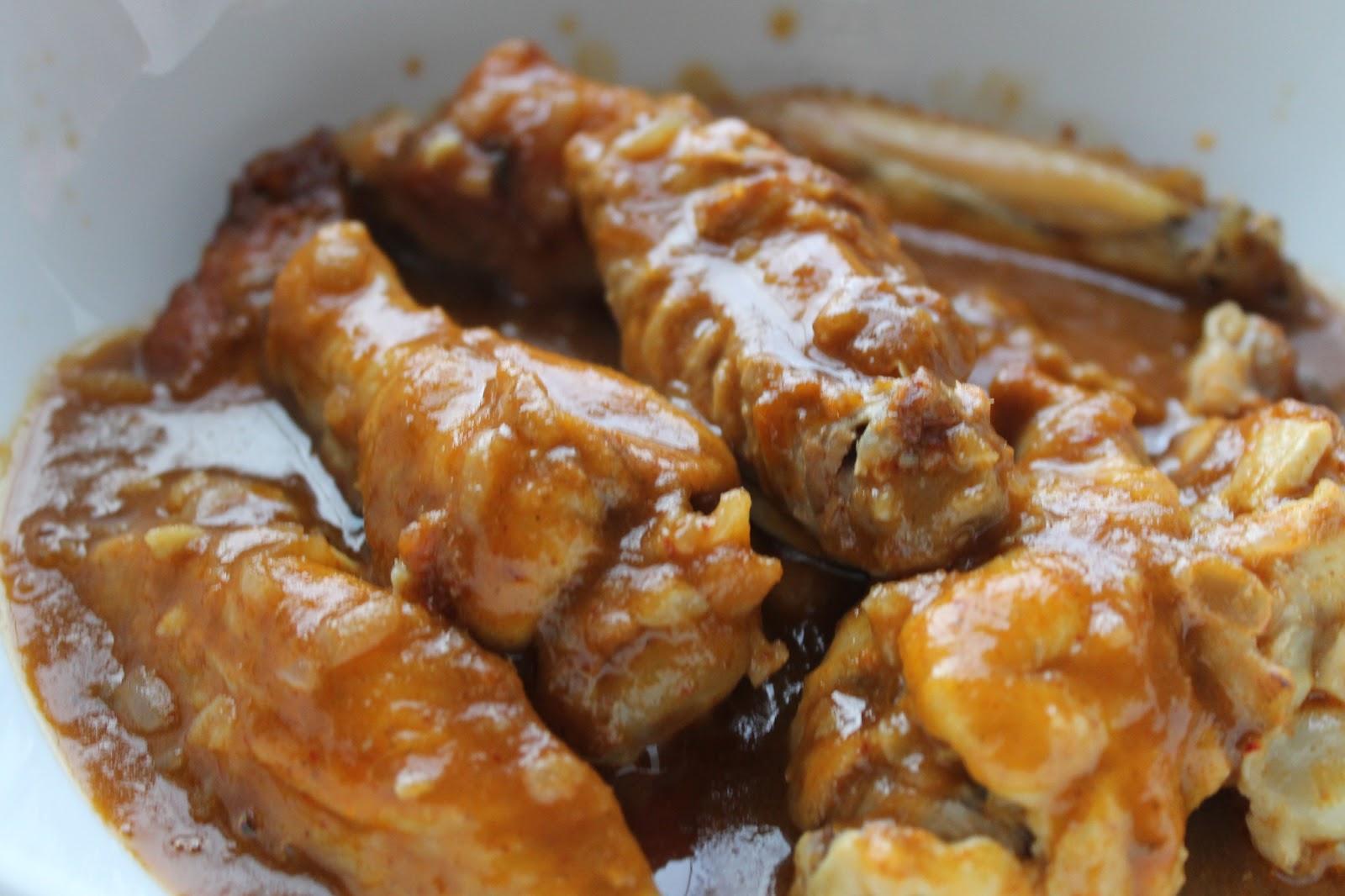 Куриные крылышки в сметанном соусе на сковороде рецепт