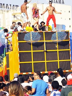 Público percorreu avenidas durante a Parada da Diversidade Sexual (Foto: Tita Mara Teixeira)