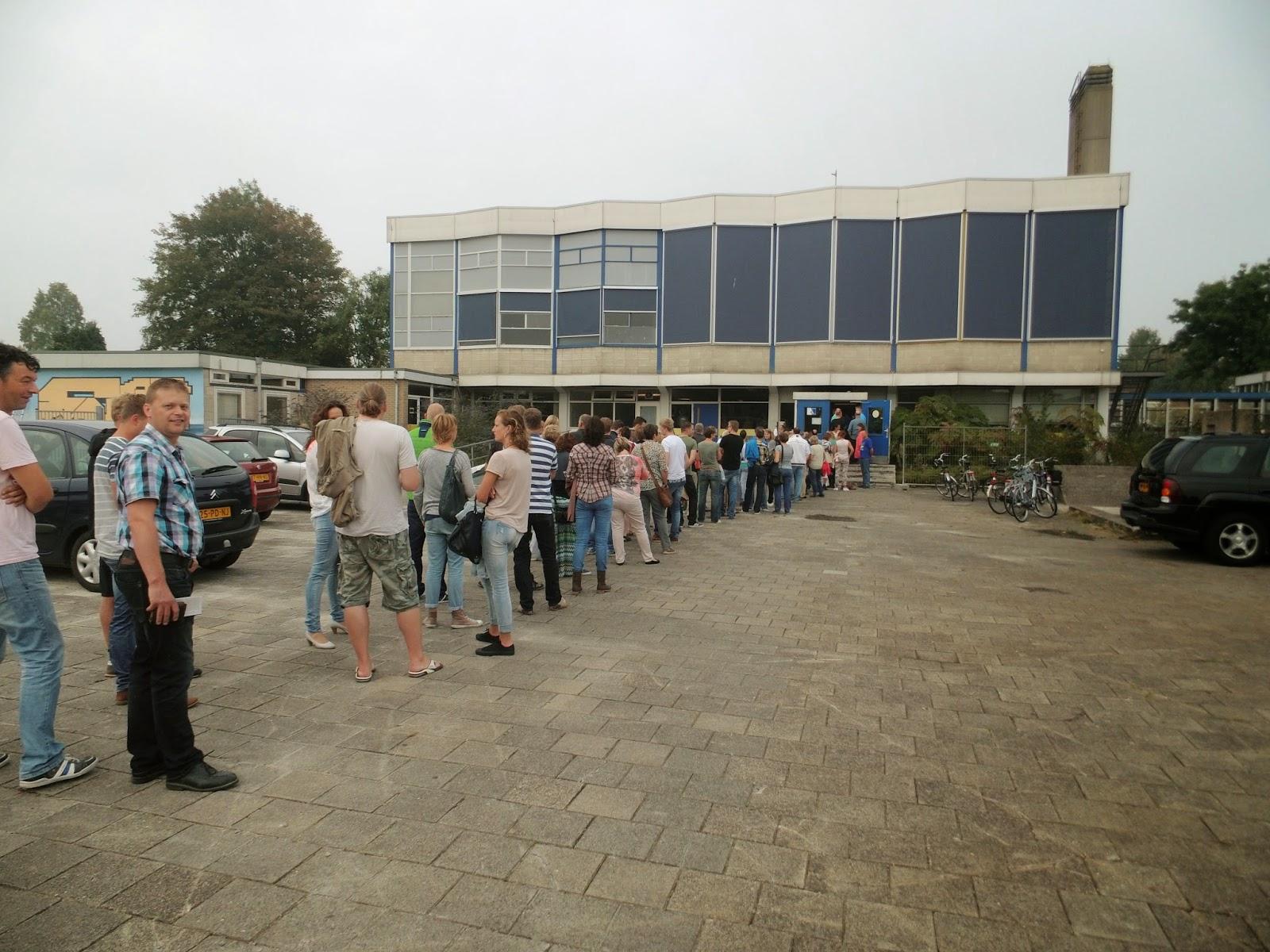 Lange rij bij Lawei voor voorverkoop Jochem Myjer