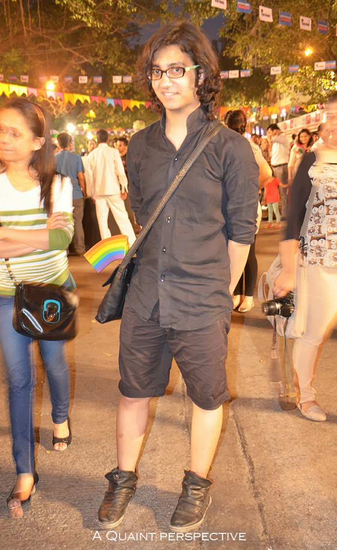 This all black shirt-shorts-shoes combo is a no fuss casual look