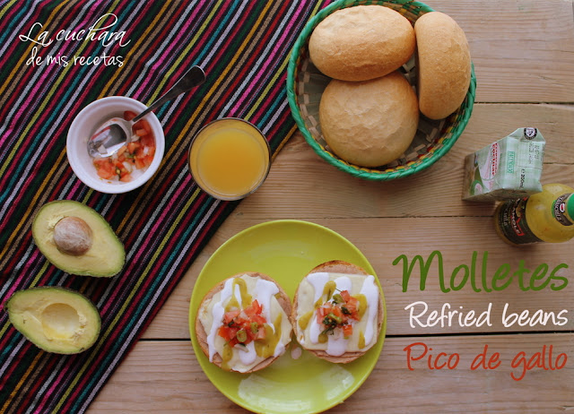 Molletes con Pico de Gallo