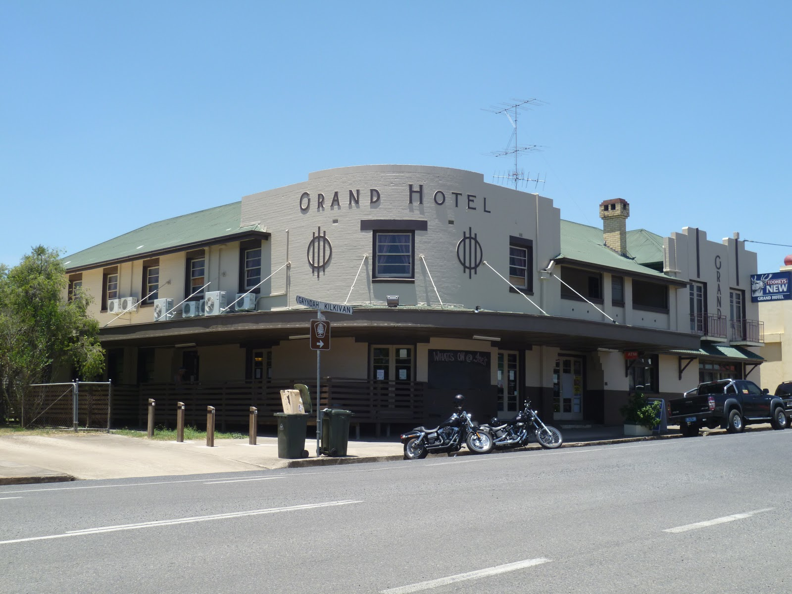 Architecture street style the grand hotel goomeri for Beds r us gympie
