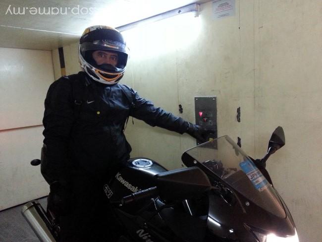 Pertama kali motor naik lift ke parking