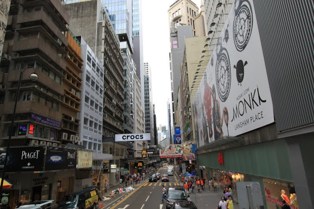 Hong Kong is well-known as shopping haven from jewellery, designers' brands, high end brands, affordable fashion clothings and bags to latest technology gadgets because of tax free in Asia