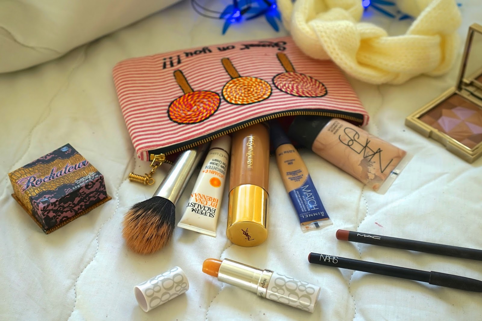 whats in my make up bag blogger