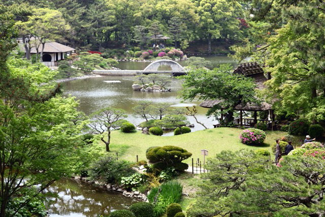 Tokyo Railway Labyrinth: Historical Garden and Classic ...