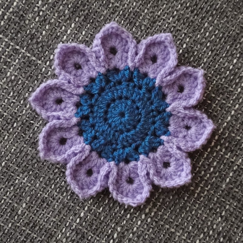 Crochet Flower Pattern Thread : Paper, Wool & Yarn: Crochet Flower Pattern