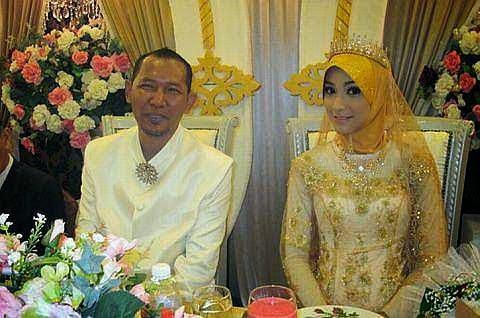 Salleh Yaakob Bersama Isteri Keempat