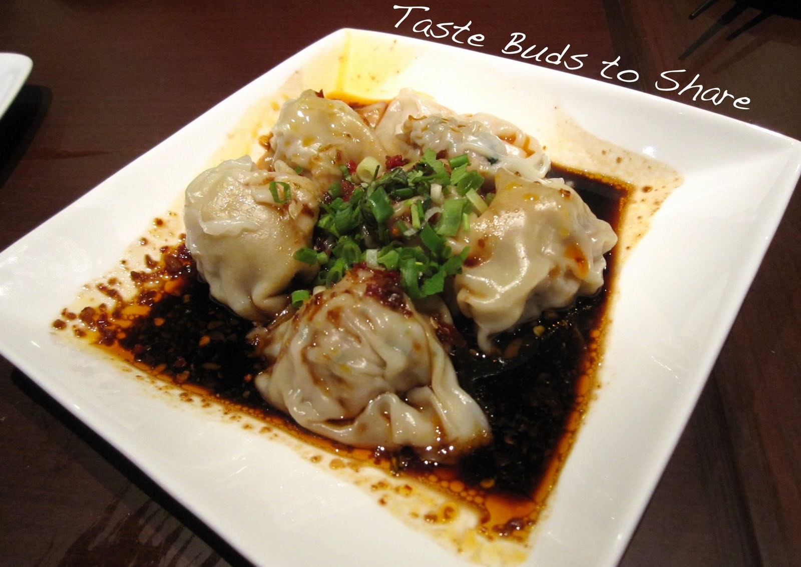 pork dumpling with hot chili sauce 35k steamed pork filling
