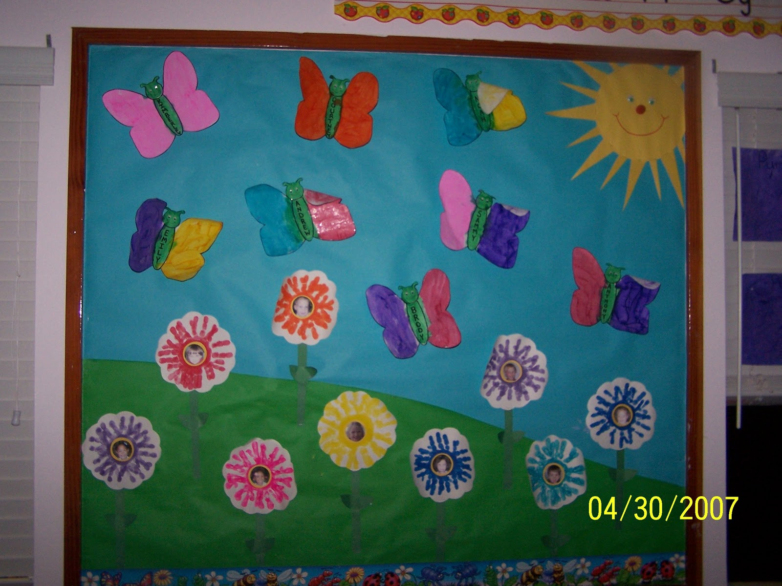 Squish Preschool Ideas: Decorate Class with Student's Artwork