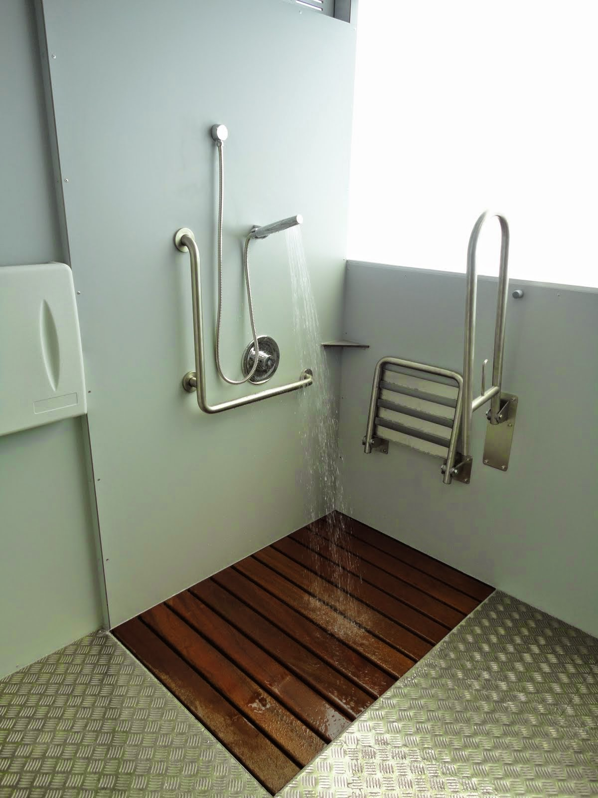 Para personas con movilidad reducida ba era por ducha - Cuartos de aseo con ducha ...